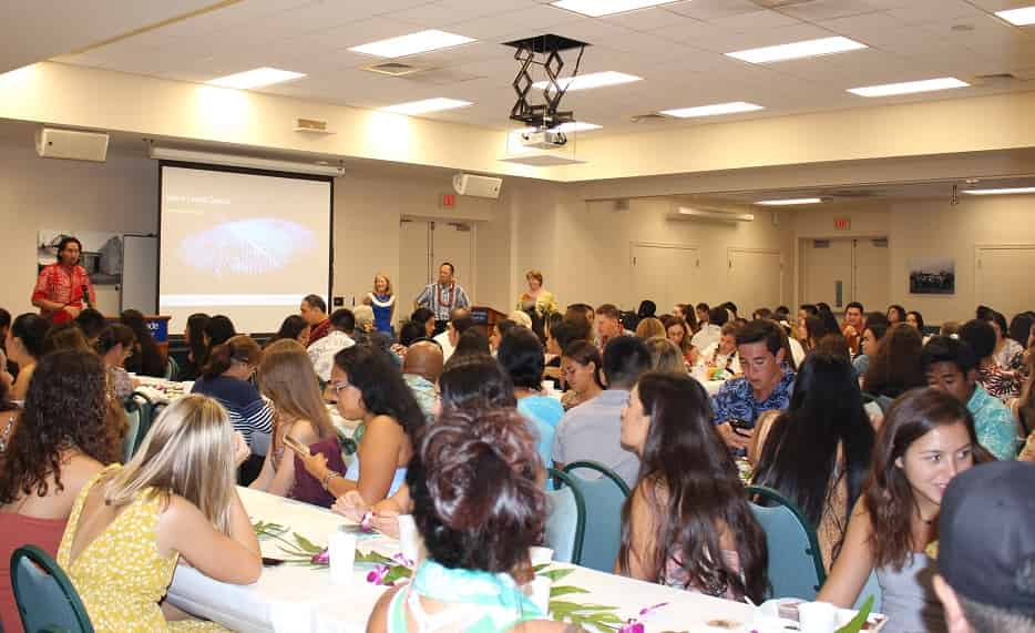 Students and families at scholars welcome dinner