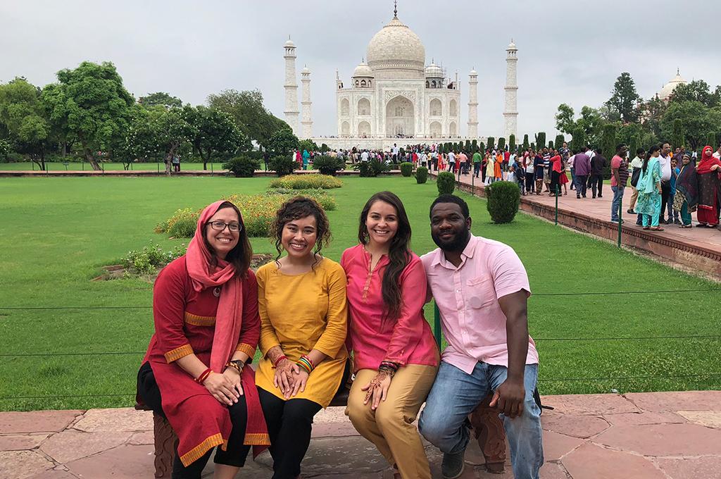 visitors at Taj Mahal