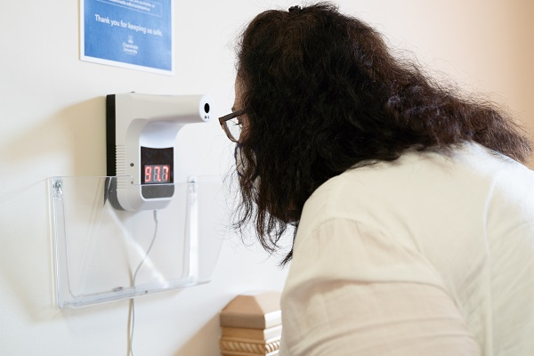 Contactless temperature station
