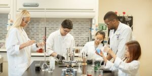 diverse STEM scholars in lab